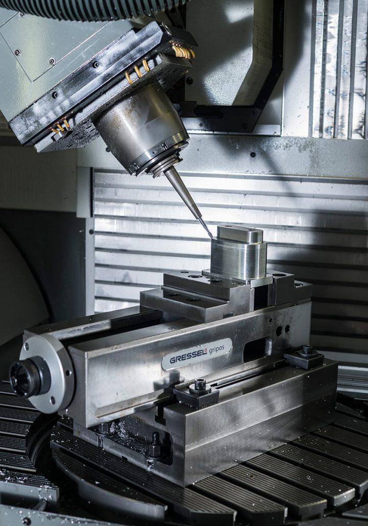 Gräbke Thermoplast-Fertigungstechnik GmbH – Einfachspanner Modell Gripos der Firma Gressel Spanntechnik | Copyright © Gräbke GmbH